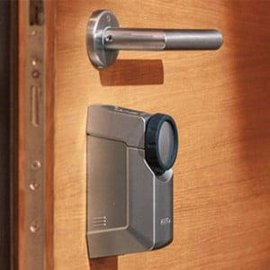 kulcs nélküli bejárati ajtó vezérlés telefonról